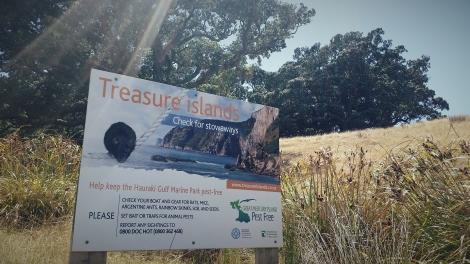 Welcome to the Treasure Islands! Advice to boatees for keeping Ahuahu pest free